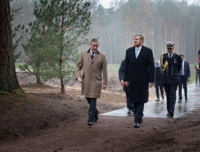 Grote Loopkoets voor Nationale Veteranenbegraafplaats Loenen